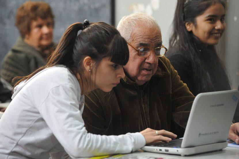 Enseñando informática a persona mayor